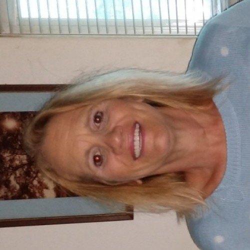 Beth, Woman 59  Holland Massachusetts